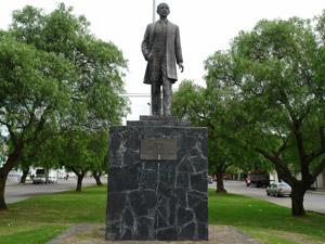 Monumento a Roberto Crespo .-