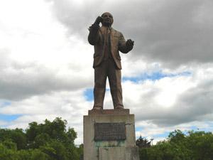 Monumento a Andrés F. Córdova .-