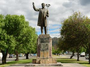 Monumento a Rafael Maria Arizaga .-