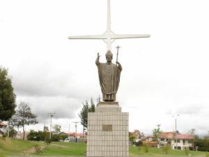 Monumento a Juan Pablo II .-