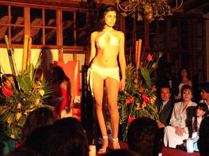Desfile de Modas de Le Chic Model .- Desfile de Modas organizado por Le Chic Model en la Quinta Lucrecia por sus 19 años. Mas de 80 modelos participaron en este desfile