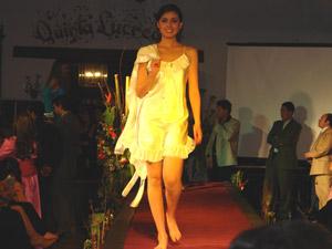 Desfile de Modas de Le Chic Model .-