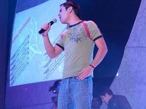 Elección de la Reina del Azuay 2006 .- David Cañizares en su presentación musical en el Evento Reina del Azuay 2006