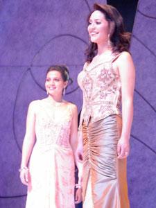 Elección de la Reina del Azuay 2006 .- María Fernanda Rodas del cantón Gualaceo, quien también fue nominada como Señorita Confraternidad por sus compañeras.