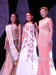 Elección de la Reina del Azuay 2006 .- Las tres finalistas de 11 candidatas tras la corona de Reina de Azuay 2006, ellas eran Fernanda Rodas, Adriana Rivera y Johanna Iñiguez