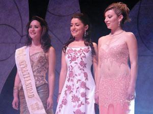 Elección de la Reina del Azuay 2006 .- Las tres finalistas tras la corona de Reina de Azuay 2006, ellas son Fernanda Rodas, Adriana Rivera y Johanna Iñiguez