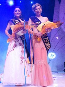 Elección de la Reina del Azuay 2006 .- La dignidad de Señorita Patronato recayó en Adriana Rivera, representante de la Federación de Barrios y Señorita Turismo, Johana Iñiguez del cantón Chordeleg.