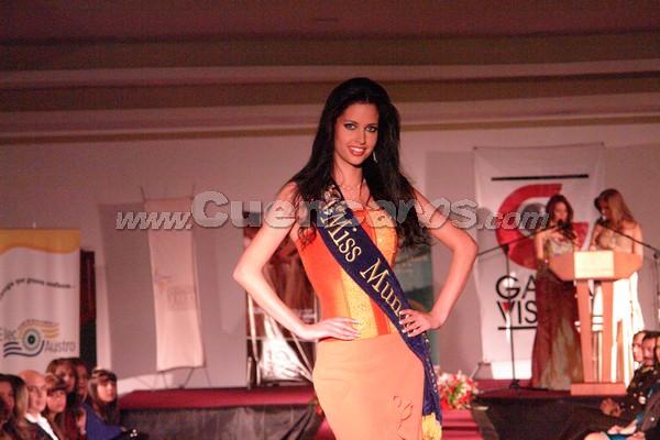 Presentación de las Candidatas a Miss Ecuador 2007 .- Aplausos y mucha alegría se vio en todo los presentes cuando desfilo Rebeca Flores, ex Reina de Cuenca 2003 – 2004 y Miss Mundo 2007