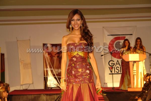 Presentación de las Candidatas a Miss Ecuador 2007 .- Las 19 jóvenes candidatas a Miss Ecuador 2007 formaron parte del desfile benéfico que se llevó a cabo en el Hotel Oro Verde, con la finalidad de reunir fondos para la obra social que anualmente realiza la Fundación Reinas de Cuenca. En el acto estuvieron presentes la actual y las ex reinas de la ciudad