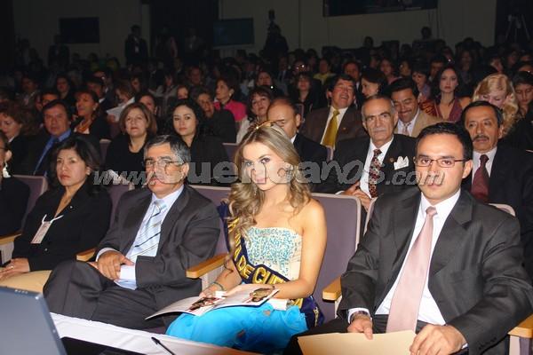 Elección Reina del Azuay 2007 .- Como invitada entre el jurado calificador se encontró a Victoria Jervis, Reina de Cuenca 2007