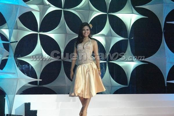 Elección Reina del Azuay 2007 .- Anggi Barzallo representa al Cantón Camilo Ponce Enríquez tiene 18 años de edad y estudia Gestión Empresarial en la Universidad Metropolitana de Machala,en su presentación en traje casual