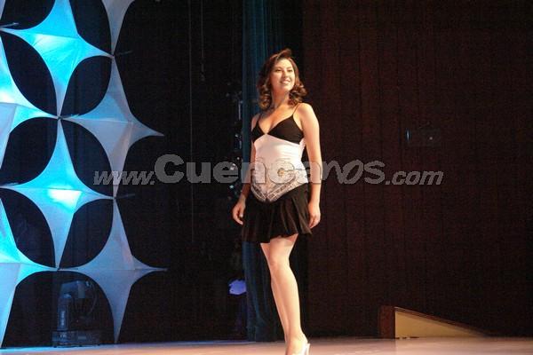 Elección Reina del Azuay 2007 .- Daniela Erráez representa al Cantón Nabón, tiene 19 años y estudia Veterinaria en la Universidad de Cuenca, en su presentación en traje casual