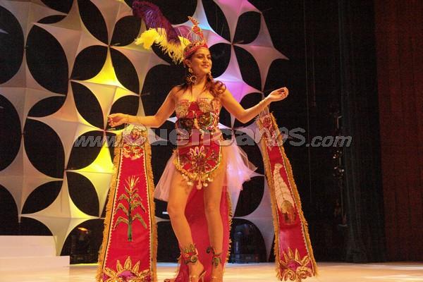 Elección Reina del Azuay 2007 .- Pamela Pauta representante del Cantón San Fernando en su presentación en traje de típico
