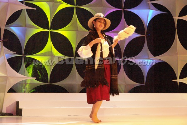 Elección Reina del Azuay 2007 .- Daniela Erráez representante del Cantón Nabón en su presentación en traje típico
