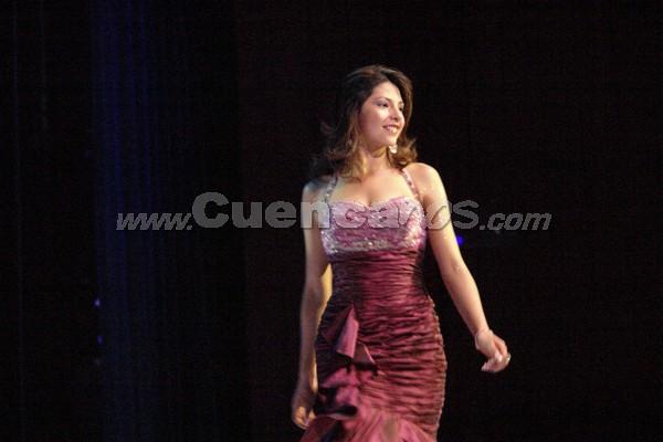 Elección Reina del Azuay 2007 .- Fernanda Sarmiento representa al Cantón Sigsig, tiene 18 años de edad y estudia Marketing en la UNITA, en su presentación en traje de gala