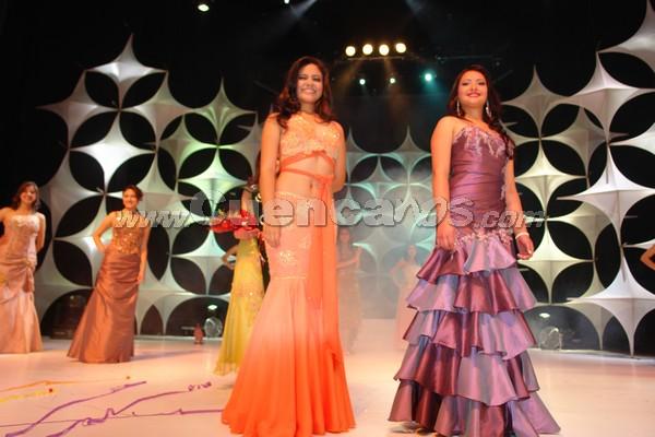 Elección Reina del Azuay 2007 .- Al final las 2 finalistas quedaron así: Reina del Azuay: Anngi Barzallo (Ponce Enríquez); Señorita Patronato Valeria Peña (Policía Comunitaria)
