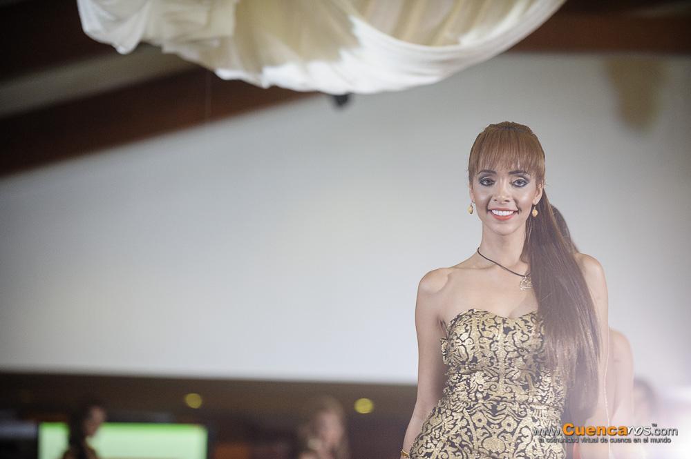 Candidatas a Miss Ecuador 2014 .- Las hermosas 20 Candidatas a la corona de Miss Ecuador 2014 visitaron la ciudad de Cuenca en su denominado Ruta de la Belleza, junto a nuestra actual Miss Ecuador 2013.  La actual Reina de Cuenca, María Elisa Padilla, y la virreina María Cecilia Andrade, también mostraron su belleza en la pasarela. Algunas excandidatas a reina de la ciudad.  Constanza Báez, actual Miss Ecuador, fue quien acaparó las miradas del público asistente. Su designación como la tercera mujer más hermosa del planeta, le sirvió para ser recibida en escena con fuertes aplausos por parte de la concurrencia.  Luego las 20 candidatas a Miss Ecuador aparecieron en pasarela luciendo trajes de cóctel. Las diferentes prendas resaltaron sus estilizadas figuras. La cuencana Alexandra Álvarez, la lojana Ángeles Jaramillo y la representante de Pasaje, Karen Armijos contaron con barra propia.   Las candidatas en su segundo desfile lucieron las últimas creaciones en vestidos formales. Su desenvolvimiento en escena fue calificado para elegir al nuevo Rostro Victoria´s Closet. Alejandra Argudo, de Portoviejo, recibió dicha distinción, que el año pasado recayó precisamente en Constanza Báez.