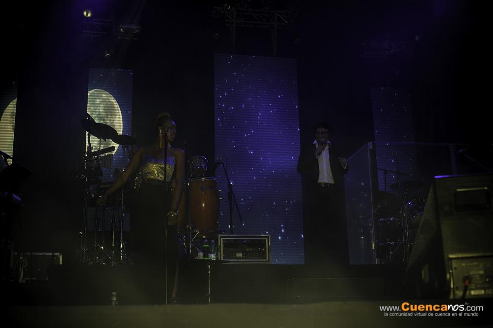 Andres Cepeda .- La historia musical de Andrés Cepeda se puede dividir en dos partes: antes y después de Poligamia 1990-1998, un grupo de rock bogotano que logró posicionar varios temas en la radio nacional que se convirtieron en clásicos como Desvanecer y Mi generación. Con Poligamia se vivieron 8 años de grandes éxitos y  4 trabajos discográficos. Desde su primera producción en solitario Sé morir 1999, los reconocimientos han venido de la mano de cada uno de sus trabajos. En marzo de 2001 lanzó su segunda producción llamada El Carpintero. En 2002 publica lo que sería el primer DVD de un artista colombiano grabado en vivo, Siempre Queda una Canción realizado en el Teatro Colón de Bogotá y en 2003  Canción Rota, su tercer álbum sale al mercado.