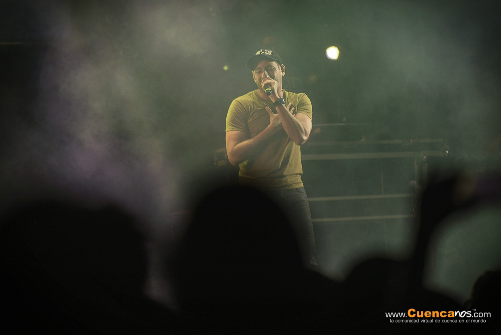 AU-D .- Martín Galarza nació un 11 de octubre en Nueva York (Estados Unidos) hijo de madre ecuatoriana y padre puertorriqueño. Comenzó ha realizar música rap en 1986, dándose a conocer a partir de 1989. En 1997 se une al sello BMG, siendo el año de su internacionalización comenzando a actuar en otros países de Sudamérica. La balada rap Tres notas fue una de las canciones que iniciaron la música rap en Ecuador. Obtuvo una muy buena aceptación del público constituyendo un hito en las ventas.