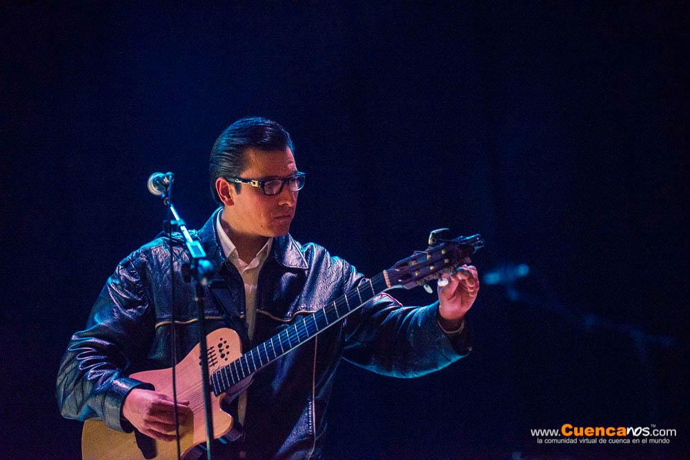 Xavier Crespo .- Xavier Crespo cantautor cuencano durante la presentación de
