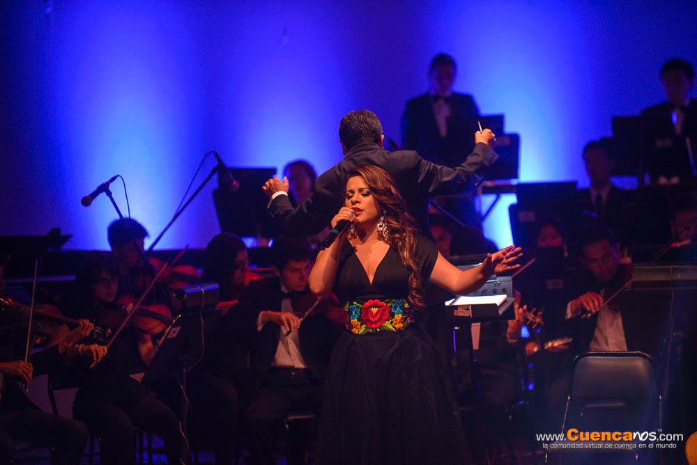 Sandra Argudo .- Sandra Argudo en el Concierto en Homenaje a la Música Nacional con la presentación de Art Ensamble Orquesta Sinfónica Juvenil de la Universidad de Cuenca.