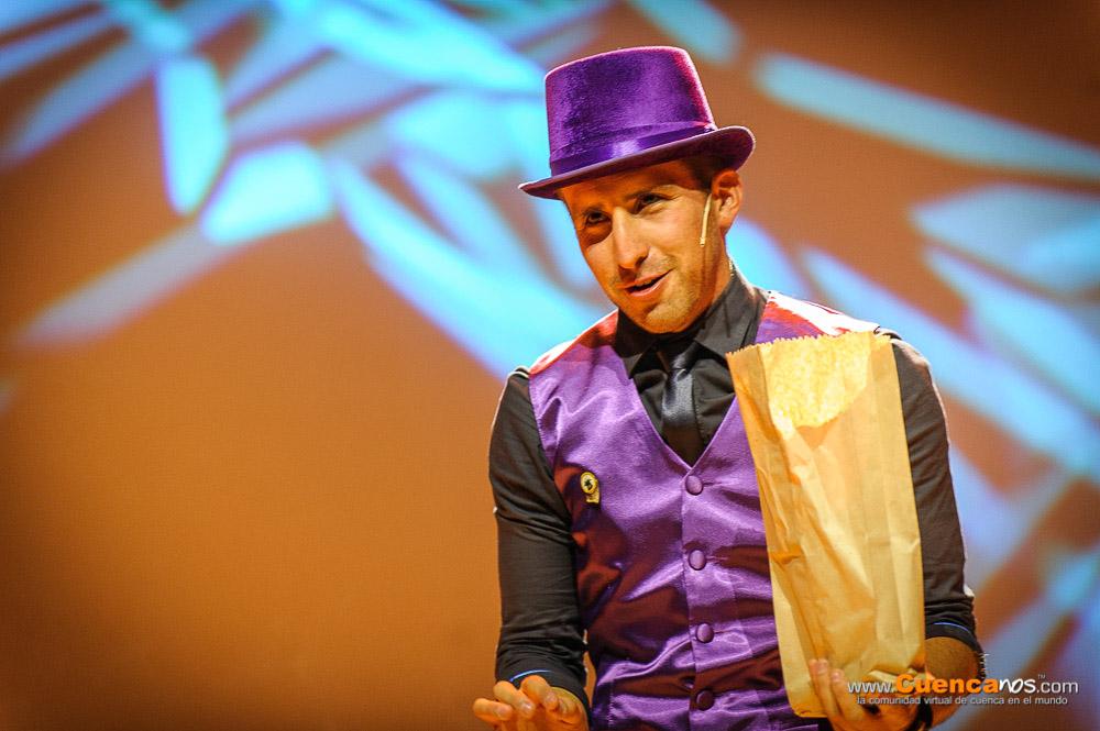 """5MEDIANTES III Edición .- DANIEL DIAMANTES.<br> Mago-ilusionista por 8 años especialista en cartomagia, grandes ilusiones, magia de salón, siempre con un toque cómico en sus actos ha presentado su magia alrededor del país con varias apariciones en televisión, brindando el mejor entretenimiento y profesionalismo en el arte de la magia. .<br> Presentó el show denominado """"Magicomedia II"""" donde en varios actos presentó increíbles situaciones que dejaron al público atónito y los divirtió de principio a fin."""