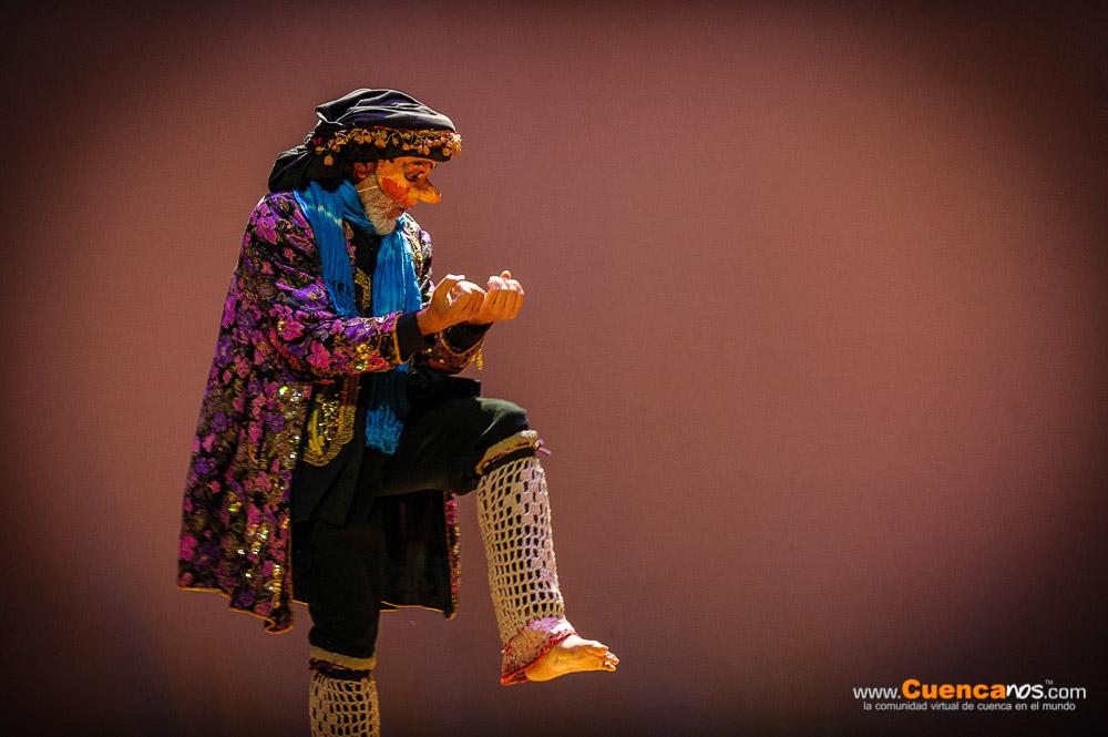 """5MEDIANTES III Edición .- CARLOS MICHELENA.<br> Popular actor cómico ecuatoriano. Es conocido como «El Miche», suele pintarse la cara de blanco y vestirse con trajes particulares. Además, es muy conocido por hacer teatro callejero en el parque El Ejido. .<br> Presentó su obra """"Entre sapos y culebras"""", show donde entretuvo al público haciendo el papel de espejo que refleja, con algunas deformaciones, la imagen de la sociedad y la del poder. Son esas deformaciones las que provocan hilaridad pero a condición de que no sean exageradas, que el original se mantenga reconocible, con el toque particular del Miche."""