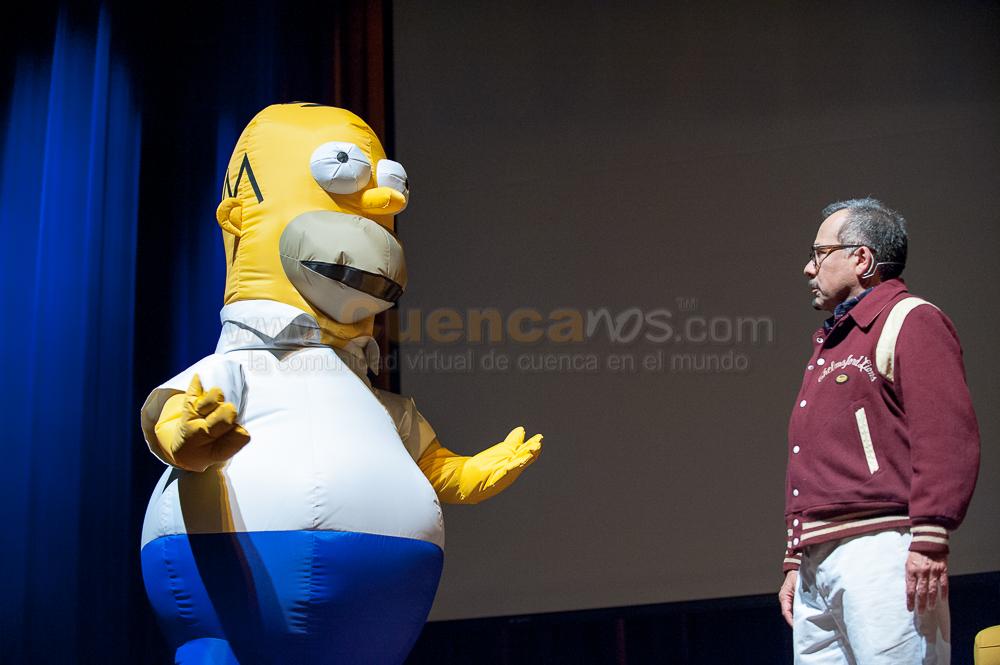 Humberto Velez (voz Homero Simpson)