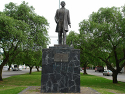 Monumento a Roberto Crespo