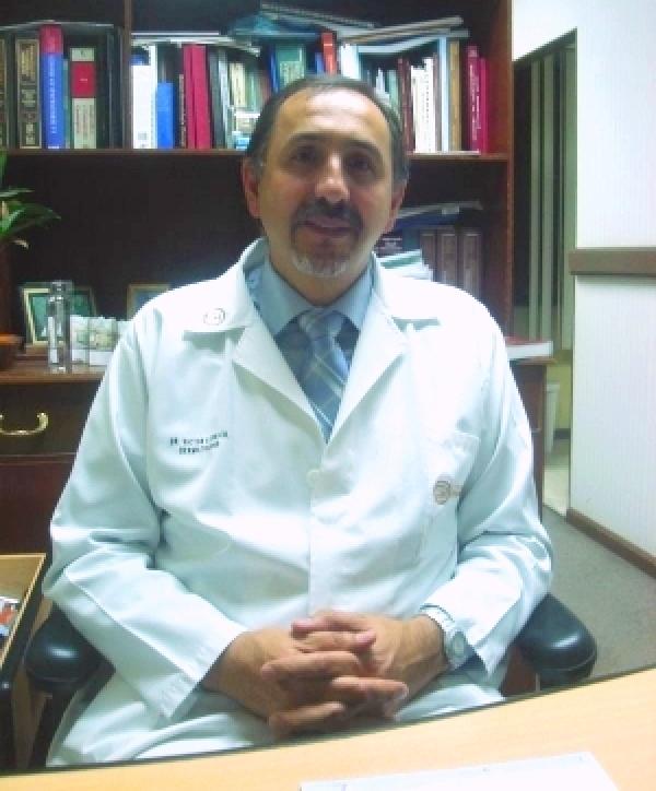 Dr. Victor Genaro León Cherres