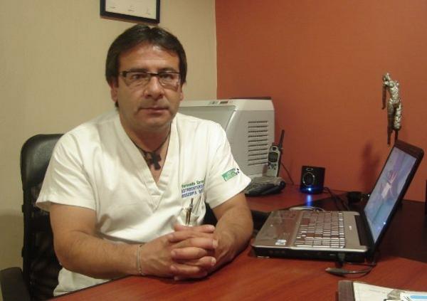 Dr. Fernando   Cornejo Guamán  Gastroenterólogo