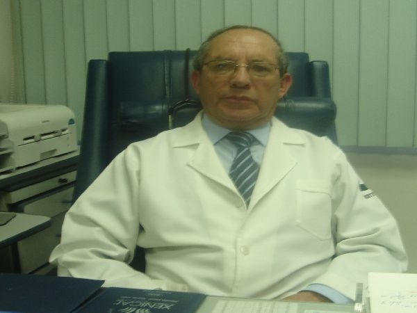 Dr. Oswaldo   Cárdenas Herrera  Ginecólogo y Obstetra