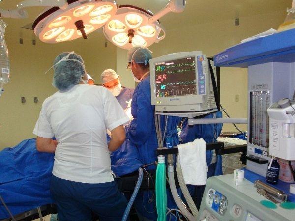 Dr. Felipe   Vásquez Palacios  Cirujano Oncólogo