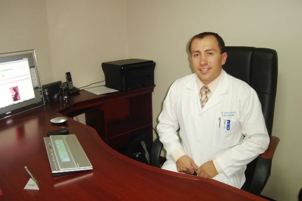 Dr. Jaime   Pavon Romero  Ginecólogo y Obstetra