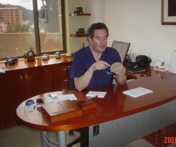 Dr. Efrain  Cordero Landivar