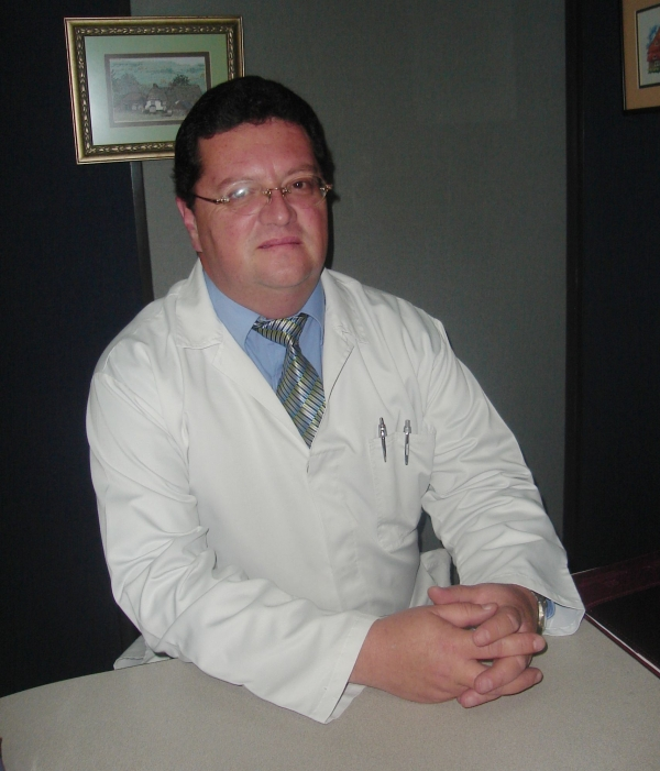 Dr. Juan   Gomezjurado Jaramillo  Neumólogo