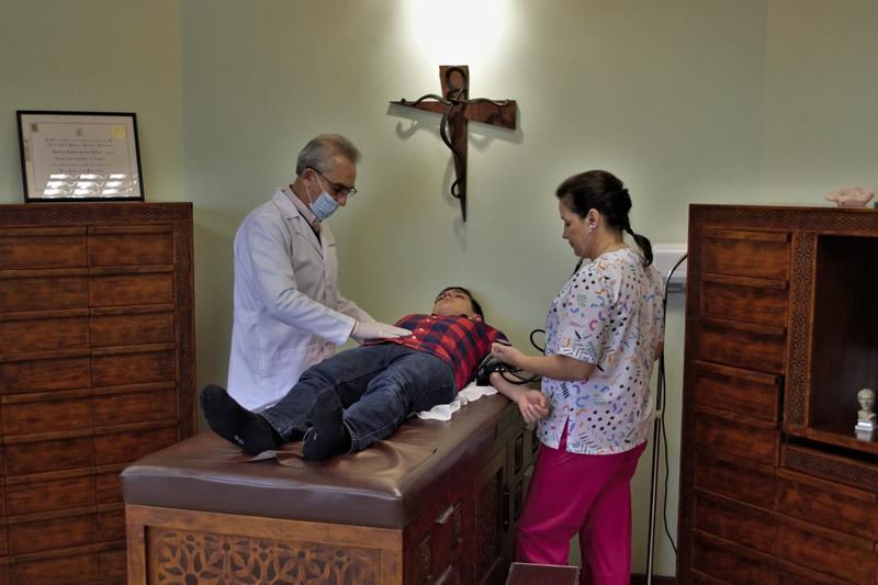 Dr. Teodoro   Bernal Torres  Acupunturista
