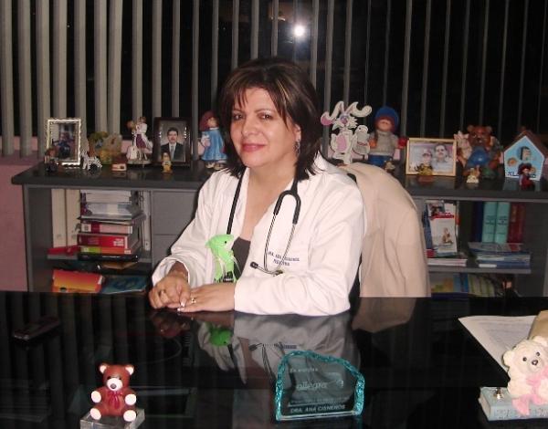 Dra. Ana    Cisneros González    Pediatra