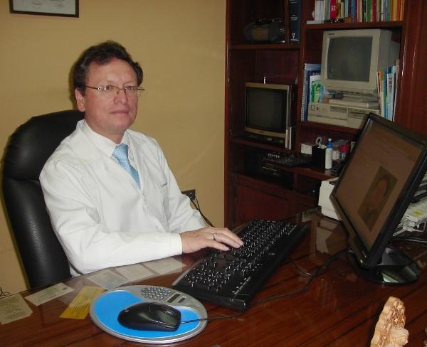 Dr. Hernan   Abad Rodas  Neumólogo