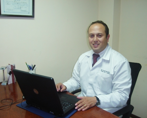 Dr. Gustavo   Molina Jaramillo  Cirujano Maxilofacial