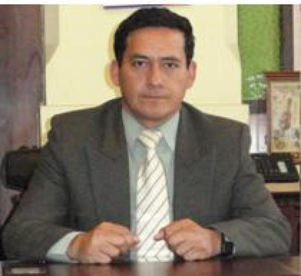 Dr. Kleber  Puente Peña