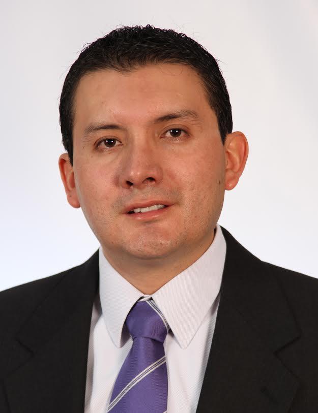 Dr. Segundo   Alvarado  Otorrinolaringólogo